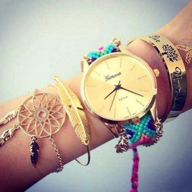 A081 早い者勝ち!ミサンガウォッチ ファッション腕時計 赤 青ミックス レディースのファッション小物(腕時計)の商品写真
