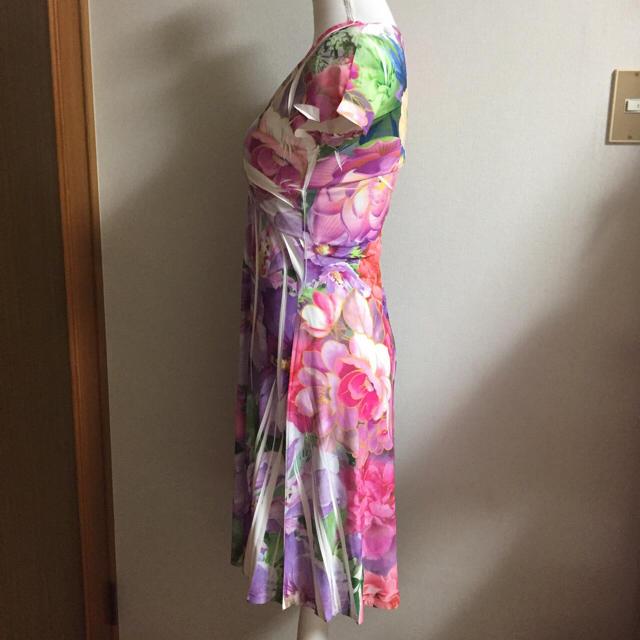 新品 purple rain パープルレイン 美スタイルアップ 花柄ワンピース レディースのワンピース(ひざ丈ワンピース)の商品写真