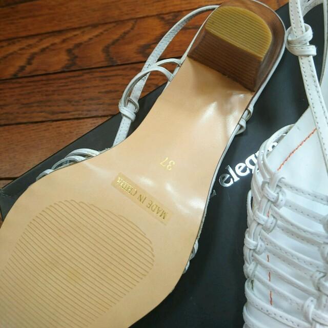白 革 サンダル 新品同様 レディースの靴/シューズ(サンダル)の商品写真