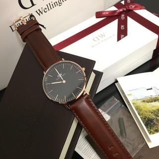 ダニエルウェリントン(Daniel Wellington)のプレゼントに☆ ダニエルウェリントン ブラウン 40㎜(腕時計(アナログ))
