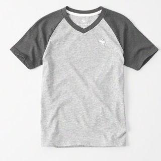 アバクロンビーアンドフィッチ(Abercrombie&Fitch)の【新品】アバクロ VネックラグランTシャツ15/16(キッズXL)グレー(Tシャツ/カットソー(半袖/袖なし))
