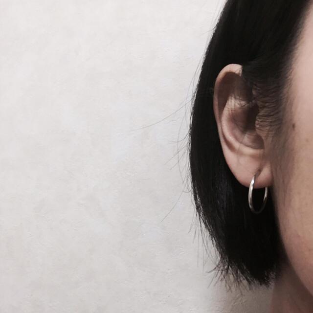 即購入OK☆送料込☆シルバー20mmフェイクピアス☆2個1ペア☆男女兼用 メンズのアクセサリー(ピアス(両耳用))の商品写真