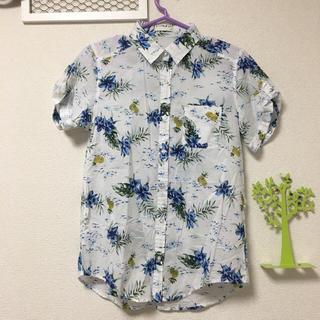 ジーユー(GU)のGU ボタニカルとパイナップルのアロハシャツ(シャツ/ブラウス(半袖/袖なし))