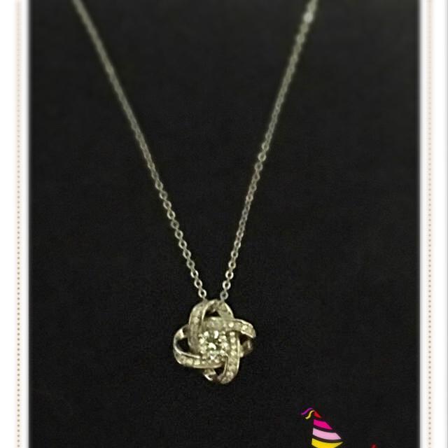 ユウっちぇ様専用ページ!CZ薔薇をかたどったネックレス!シルバー925 レディースのレディース その他(その他)の商品写真