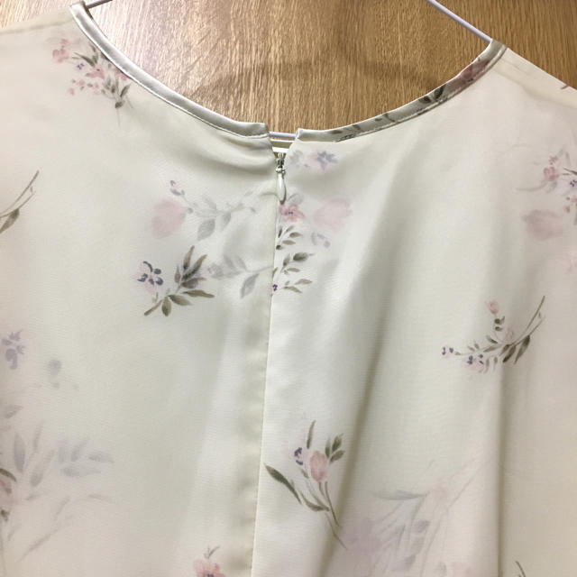 Solberry(ソルベリー)の花柄ワンピース レディースのワンピース(ひざ丈ワンピース)の商品写真