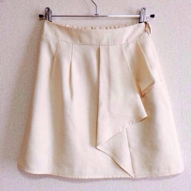 pour la frime(プーラフリーム)のオフホワイト スカート リボンベルト付き レディースのスカート(ひざ丈スカート)の商品写真