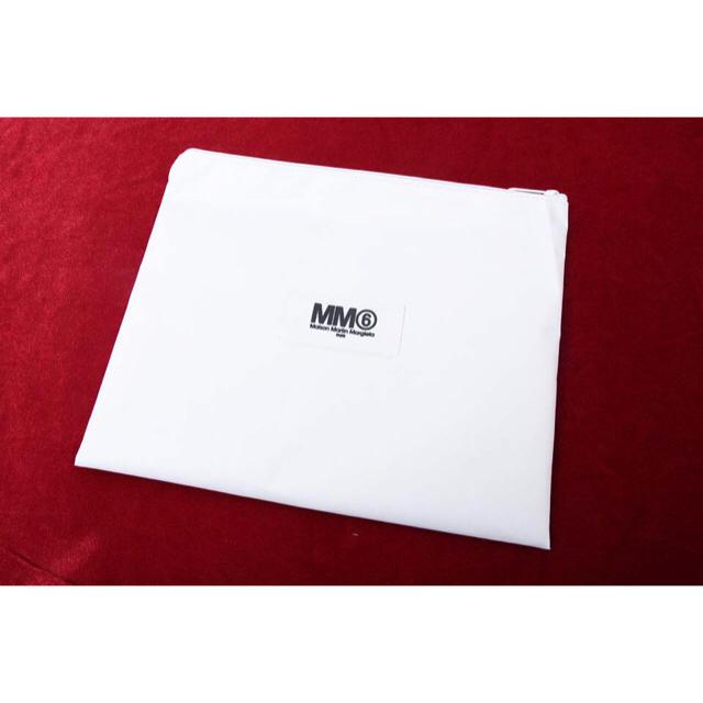 MM6(エムエムシックス)の【新品】iPad Airも余裕で入る!MM6メガポーチ スマホ/家電/カメラのスマホアクセサリー(iPadケース)の商品写真