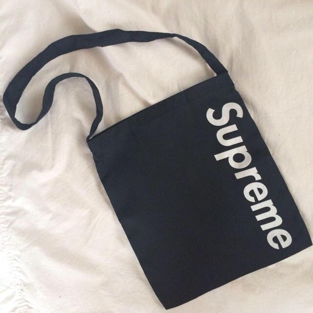 Supreme(シュプリーム)の【人気】Supreme サコッシュ レディースのバッグ(ショルダーバッグ