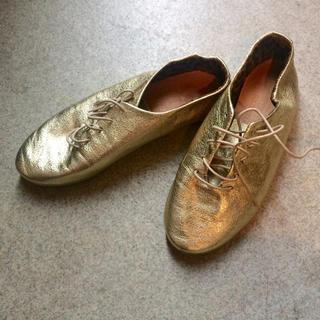 ビューティアンドユースユナイテッドアローズ(BEAUTY&YOUTH UNITED ARROWS)の✳︎ほぼ未使用✳︎united arrows ゴールド靴(スリッポン/モカシン)