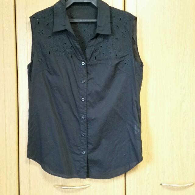 JILL by JILLSTUART(ジルバイジルスチュアート)のジルバイノースリーブ刺繍シャツブラウスブラック レディースのトップス(シャツ/ブラウス(半袖/袖なし))の商品写真