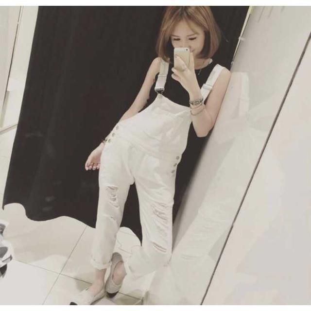 夏に大活躍♡ 便利な サロペット オーバーオール ホワイト  レディースのパンツ(サロペット/オーバーオール)の商品写真