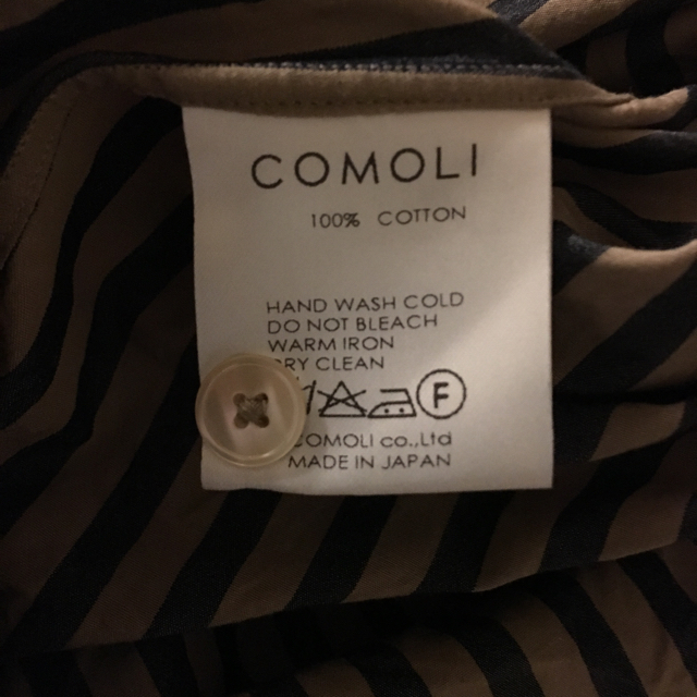 COMOLI(コモリ)のcomoli  バンドカラーシャツ ロンドンストライプ メンズのトップス(シャツ)の商品写真