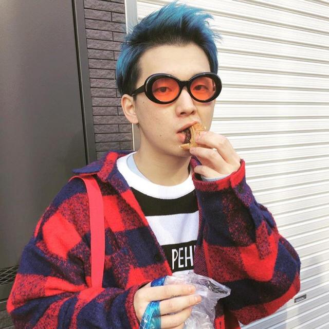 【最安値】オーバルサングラス  白 カート・コバーン ジン G dragon メンズのファッション小物(サングラス/メガネ)の商品写真