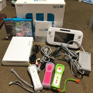 ニンテンドウ(任天堂)の【値下げ】WiiU 本体+ソフト2本+コントローラー3つ付き(家庭用ゲーム本体)