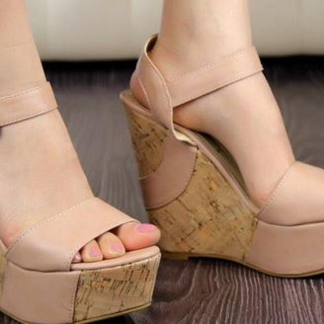 Y555 ベージュ 23.5 新品 ウェッジソール 厚底 サンダル レディースの靴/シューズ(サンダル)の商品写真