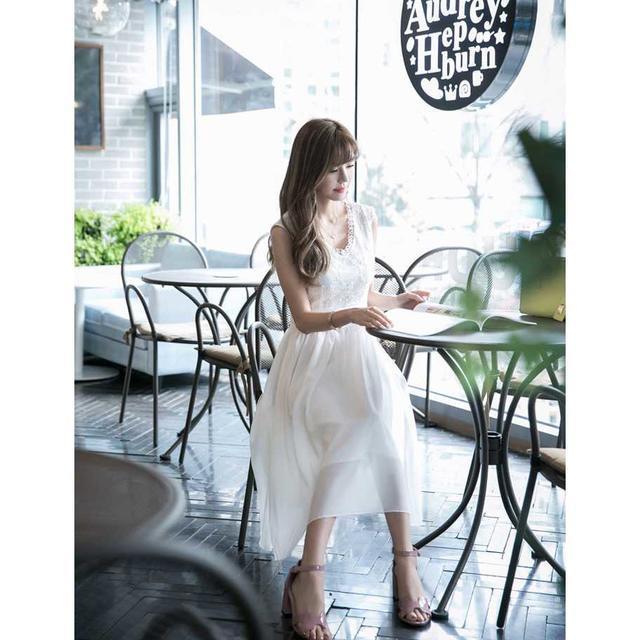 大人可愛い女優ワンピース 清楚ホワイト お嬢様 リゾート ワンピ M レディースのワンピース(ロングワンピース/マキシワンピース)の商品写真