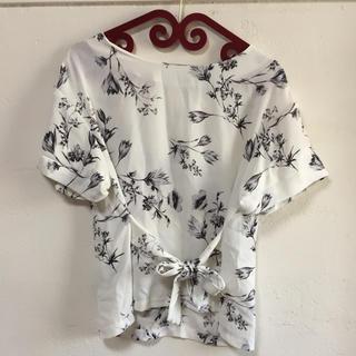 シマムラ(しまむら)の花柄 トップス(カットソー(半袖/袖なし))