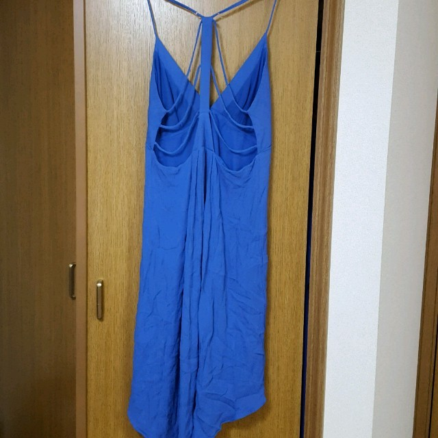 BCBGMAXAZRIA(ビーシービージーマックスアズリア)の今週限定値下げ BCBGMAXAZRIA ブルー テール ワンピース レディースのフォーマル/ドレス(ミディアムドレス)の商品写真
