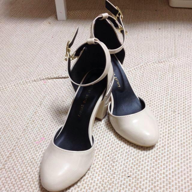 E hyphen world gallery(イーハイフンワールドギャラリー)のストラップパンプス レディースの靴/シューズ(ハイヒール/パンプス)の商品写真
