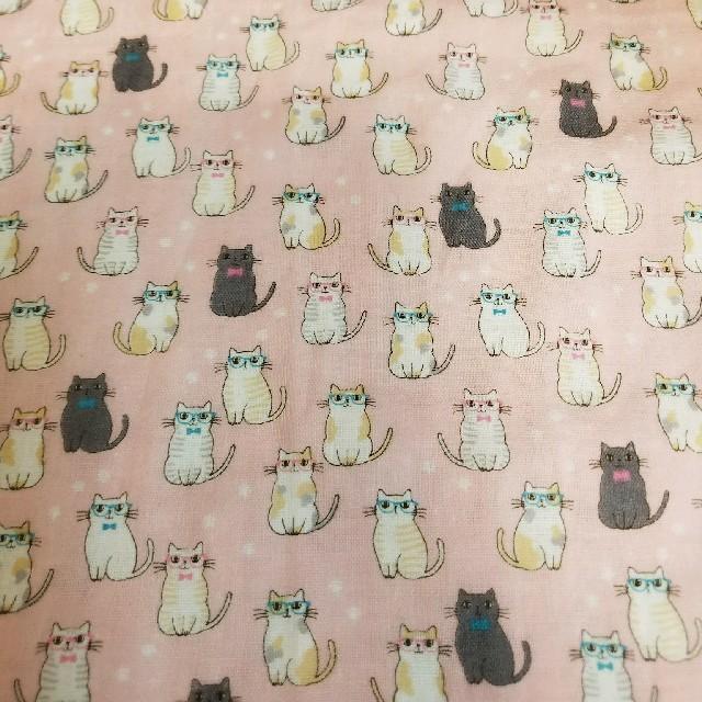 ピンク&ブルーにゃんこのハンカチ ハンドメイドのファッション小物(ハンカチ/バンダナ)の商品写真