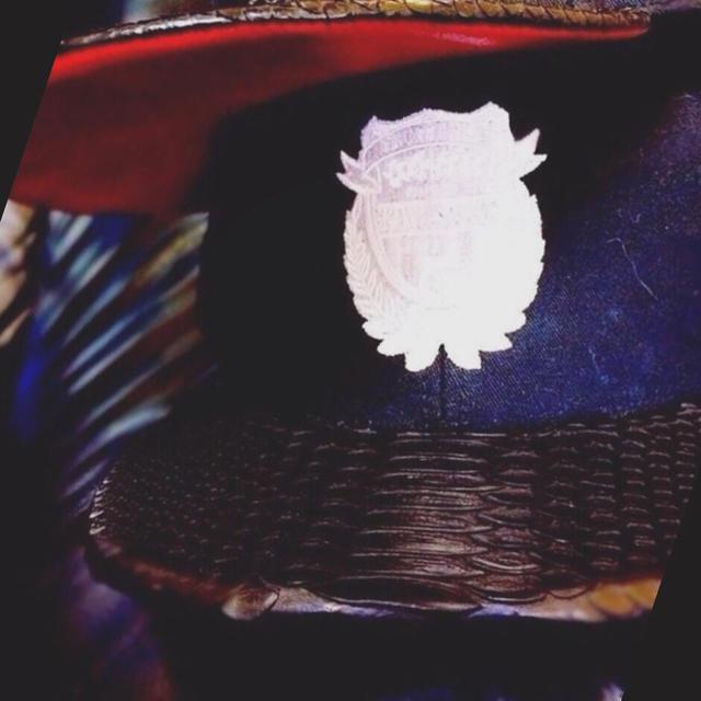 送料無料12,000円→6,980円 パイソン PUレザー レッド キャップ レディースの帽子(キャップ)の商品写真