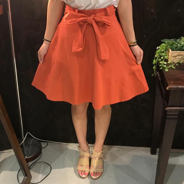 Rubyrivet(ルビーリベット)のRubyrivet ルビーリベット フレア スカート 36 リボン オレンジ レディースのスカート(ひざ丈スカート)の商品写真