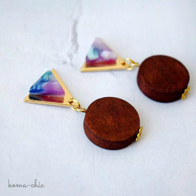 三角形♡メタル&べっ甲ブルーパープル**ピアスorイヤリング ハンドメイドのアクセサリー(ピアス)の商品写真