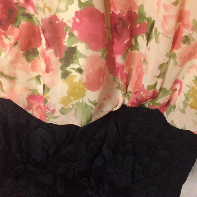 花柄タイトワンピース 肩出しワンピ タイトスカート 黒レース ピンク 赤  レディースのワンピース(ひざ丈ワンピース)の商品写真