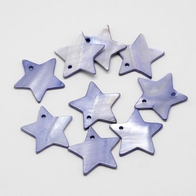 New♡天然シェルの星型チャーム スターブルー ハンドメイドの素材/材料(各種パーツ)の商品写真