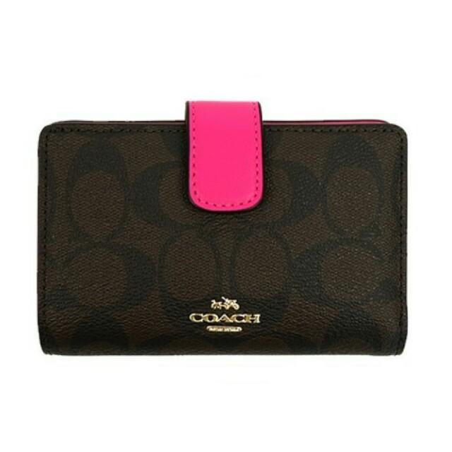 pretty nice edf71 c2cad 【新品】COACH(コーチ) ピンク シグネチャー 二つ折り財布 | フリマアプリ ラクマ