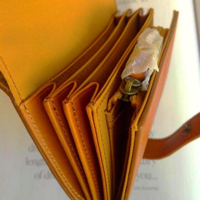 MUJI (無印良品)(ムジルシリョウヒン)の【新品】MUJI  ヌメシュリンク革2つ折財布  レディースのファッション小物(財布)の商品写真