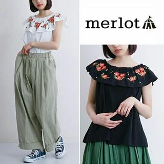 メルロー(merlot)の今季新作♡メルロー 花刺繍 トップス ブラック黒(シャツ/ブラウス(半袖/袖なし))