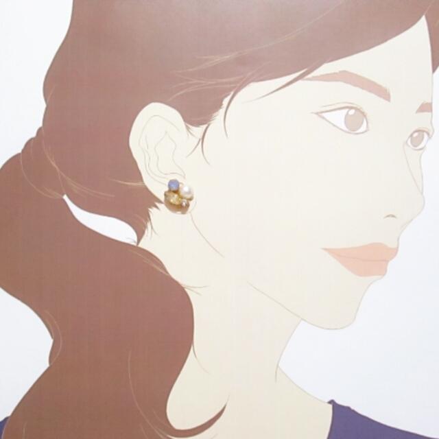 アクリルビジューとコットン風パールのピアス color:ブルー×ピーチ ハンドメイドのアクセサリー(ピアス)の商品写真