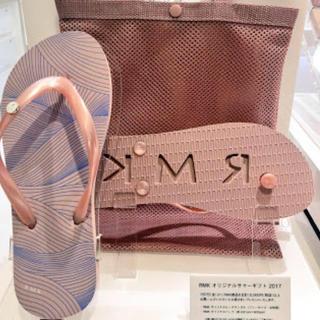 アールエムケー(RMK)の新品 2017RMKサマーノベルティ ビーチサンダルとメッシュバッグ(ビーチサンダル)