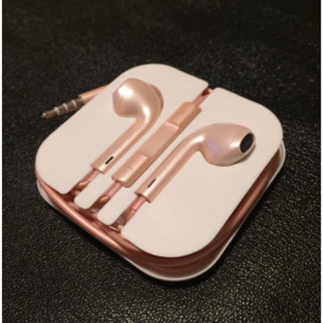 iPhone対応♪イヤホンマイク☆ローズゴールド スマホ/家電/カメラのオーディオ機器(ヘッドフォン/イヤフォン)の商品写真