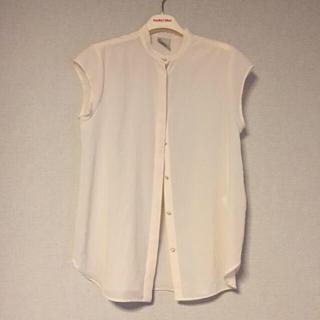 ノンブルアンベール(nombre impair)の白シャツ NOMBRE IMPAIR(Tシャツ(半袖/袖なし))