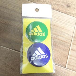 アディダス(adidas)の非売品! 青と緑の缶バッジ アディダス(バッジ/ピンバッジ)