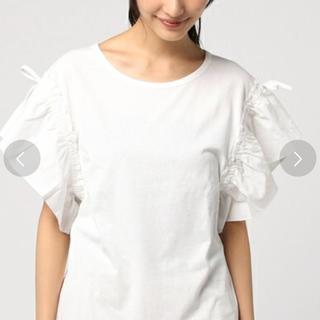 ミスティウーマン(mysty woman)のミスティウーマン、スリーブリボンTシャツ、ホワイト(Tシャツ(半袖/袖なし))