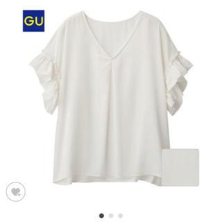 ジーユー(GU)のサテンラッフルブラウス(シャツ/ブラウス(半袖/袖なし))
