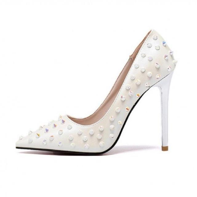 レディース ハイヒール パンプス スタッズ ポインテッドトゥ ピンヒール 白 レディースの靴/シューズ(ハイヒール/パンプス)の商品写真