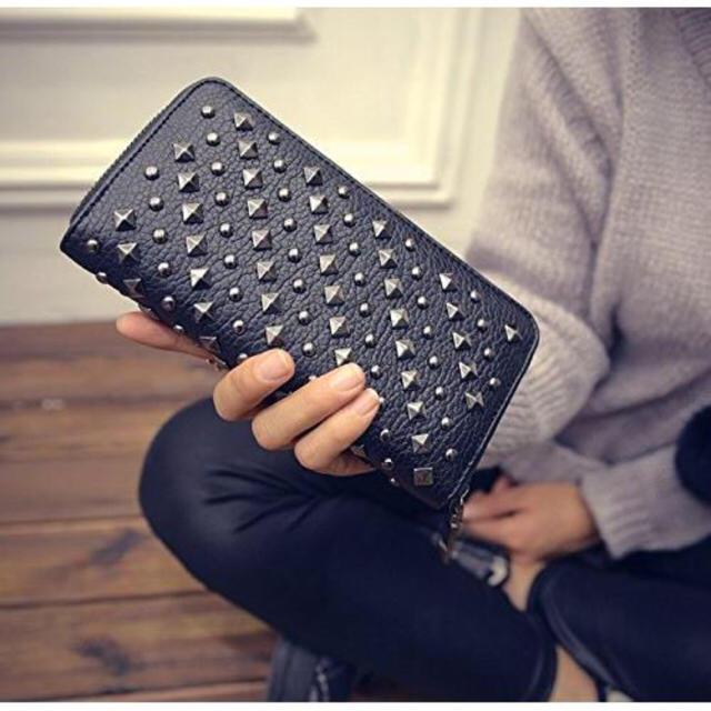 【セール】大人気★スマホも入る大容量 スタッズ 財布 ブラック メンズのファッション小物(長財布)の商品写真