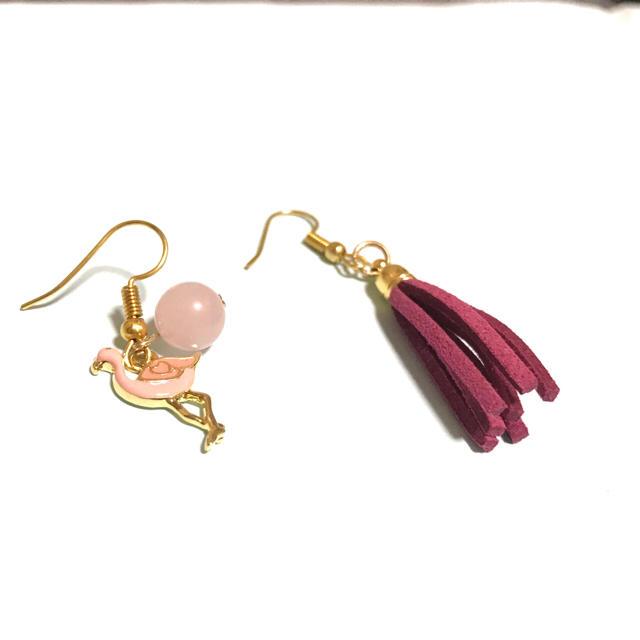 かわいいピンクフラミンゴと天然石のピアス ハンドメイドのアクセサリー(ピアス)の商品写真