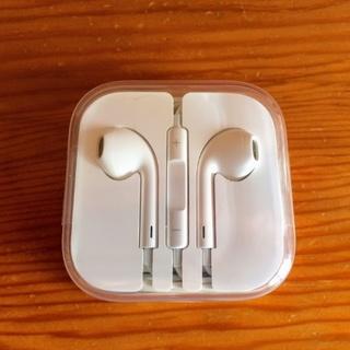 マック(Mac (Apple))のiPhone 純正イヤホン 新品未使用★(ヘッドフォン/イヤフォン)