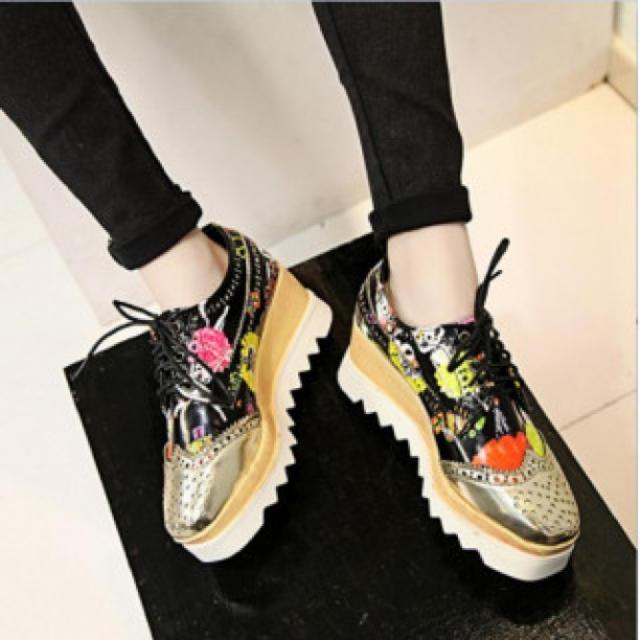 レディース スニーカー マニッシュシューズ 超厚底 エナメル 猫柄 黒 金 レディースの靴/シューズ(スニーカー)の商品写真