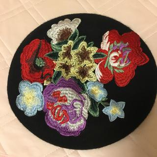 スピンズ(SPINNS)の美品* spinns 刺繍ベレー帽 帽子(ハンチング/ベレー帽)