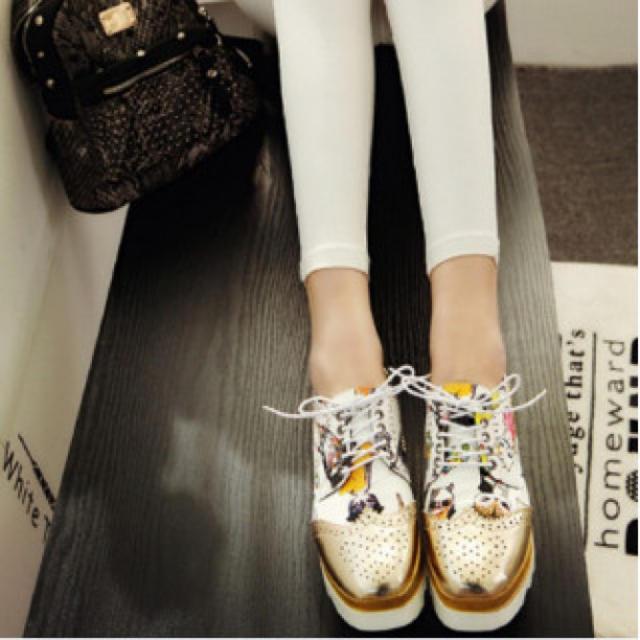 レディース スニーカー マニッシュシューズ 超厚底 エナメル 猫柄 白 金 レディースの靴/シューズ(スニーカー)の商品写真