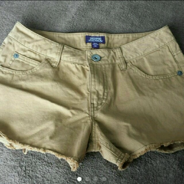 新品未使用 パープル&イエロー ズボン レディースのパンツ(ショートパンツ)の商品写真