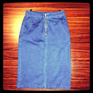 デニムのタイトスカート(ひざ丈スカート)