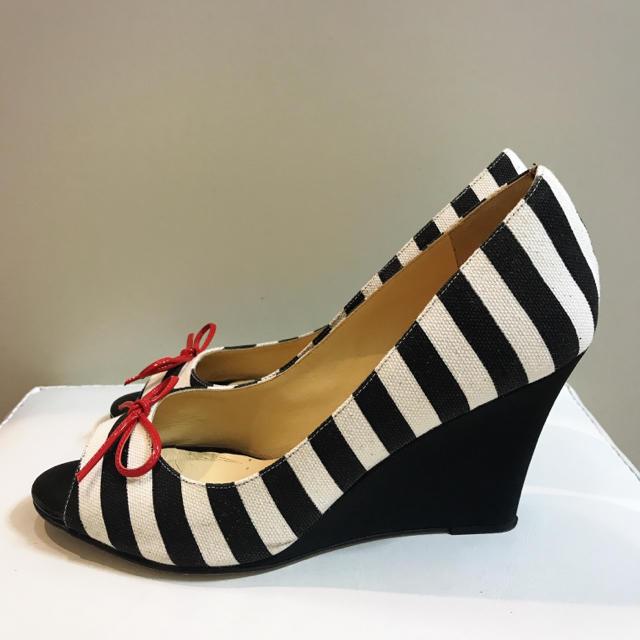 kate spade new york(ケイトスペードニューヨーク)の定価3.8万♡ケイトスペード♡ボーダー×レッドリボン ウエッジ パンプス♡ レディースの靴/シューズ(ハイヒール/パンプス)の商品写真