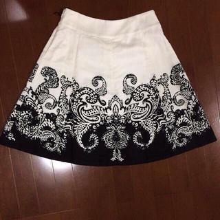 バーニーズニューヨーク(BARNEYS NEW YORK)のWhite black スカート(ひざ丈スカート)
